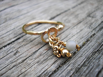 Gold and mother of pearl ring