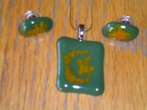 Fused Glass Jewelry – Green pendant set by Diane