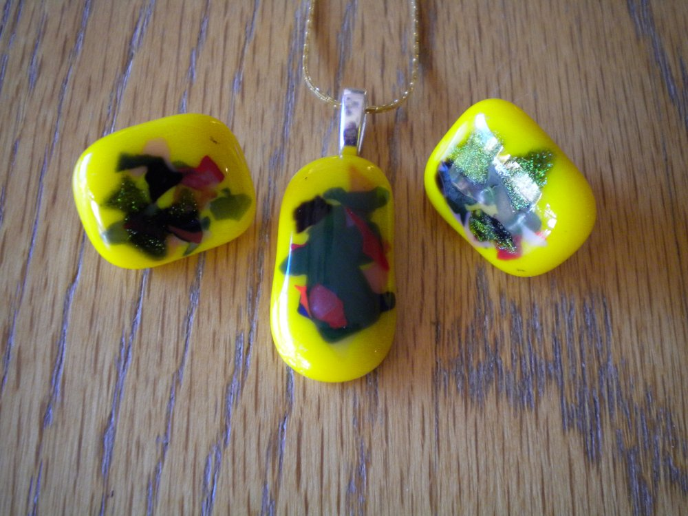 Contetti fused glass yellow pendant and earrings